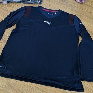 Nike NFL Patriots long sleeve shirt size L NWT